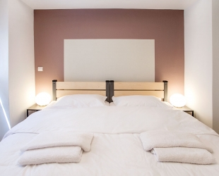 Room 02